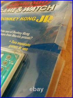 Mega rare! NINTENDO 1982 GAME AND WATCH -DONKEY KONG JR Blister!
